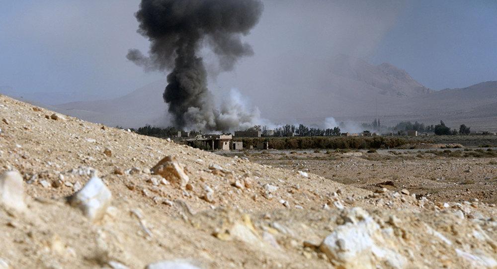 Tirs d'artillerie contre les positions des terroristes non loin de Palmyre