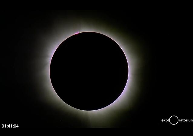 Une éclipse solaire sur l'océan Indien