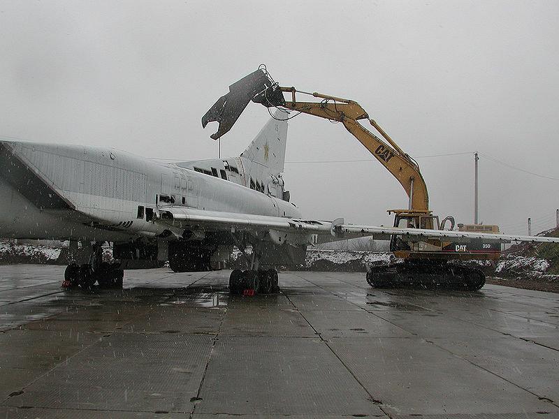 Destruction de Tu-22M3 ukrainien, Poltava, Ouzine