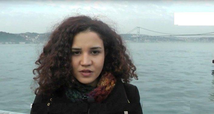 Une étudiants d'Istanbul s'excuse pour l'avion russe abattu par la Turquie