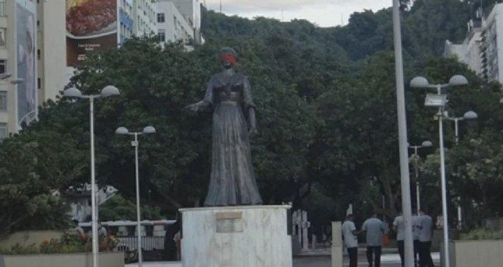 A Rio, les statues se joignent à la protestation