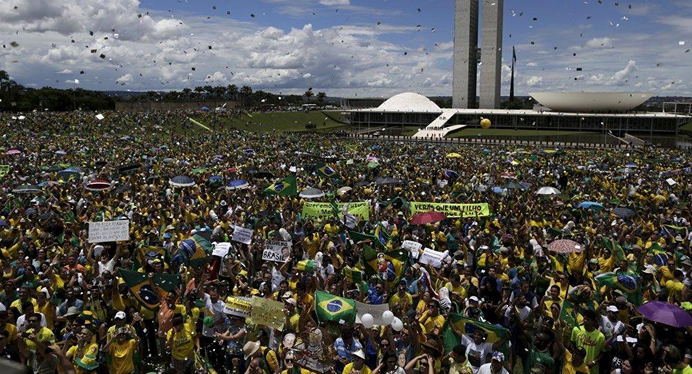 Brésil: manifestations d'ampleur historique contre la présidente Rousseff