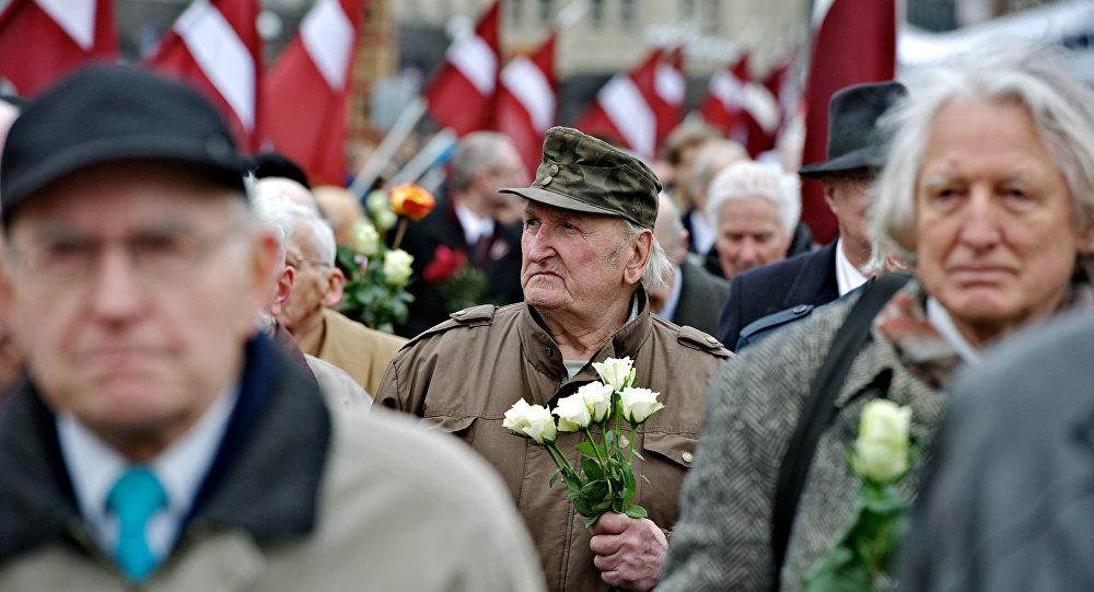 les partisans de la Waffen SS