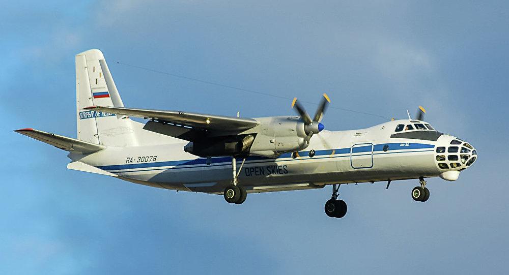Un Antonov An-30B conçu pour les vols d'observation dans le cadre du traité Ciel ouvert