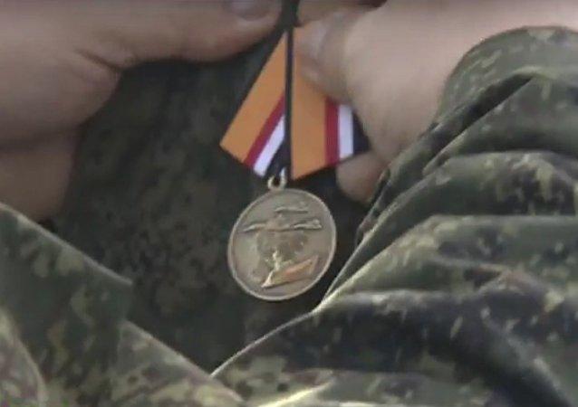 Des militaires russes décorés par Damas