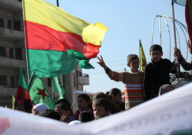 le drapeau du parti kurde PYD