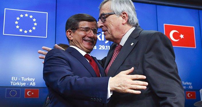 Ahmet Davutoglu et Jean Claude Juncker