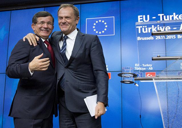 Donald Tusk et Ahmet Davutoglu