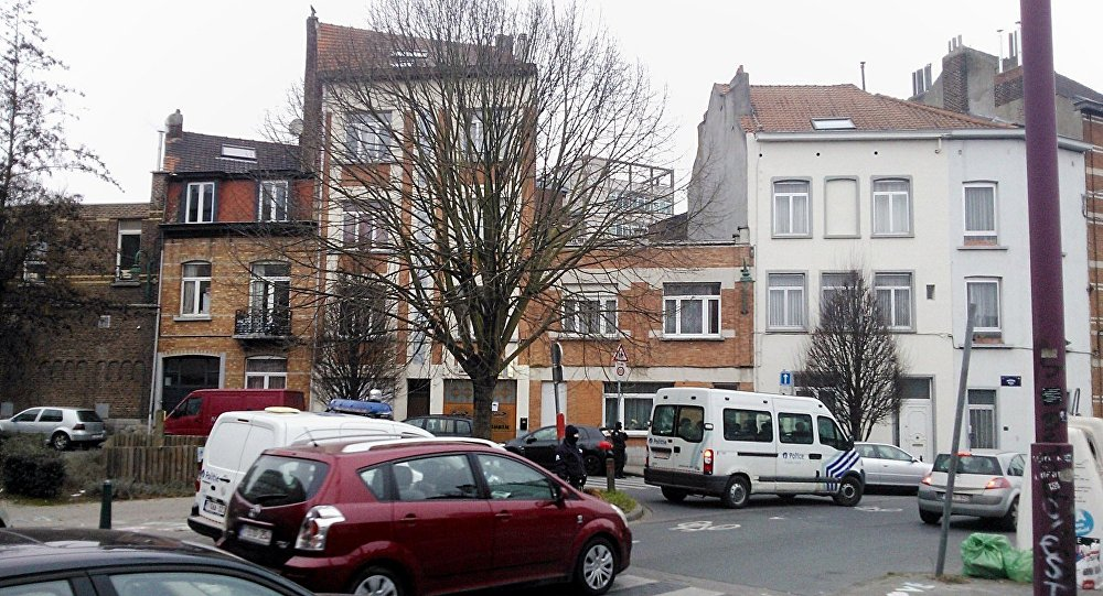 Des policiers belges dans la commune bruxelloise de Molenbeek