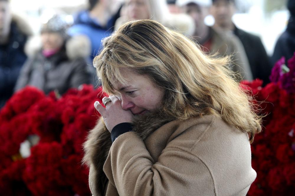 Des fleurs et des bougies en hommage aux victimes du crash de Rostov
