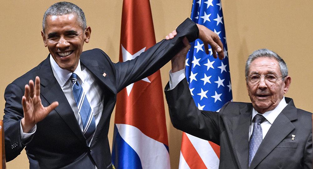 Pas de ça entre nous: Raul Castro repousse la tape sur l'épaule d'Obama