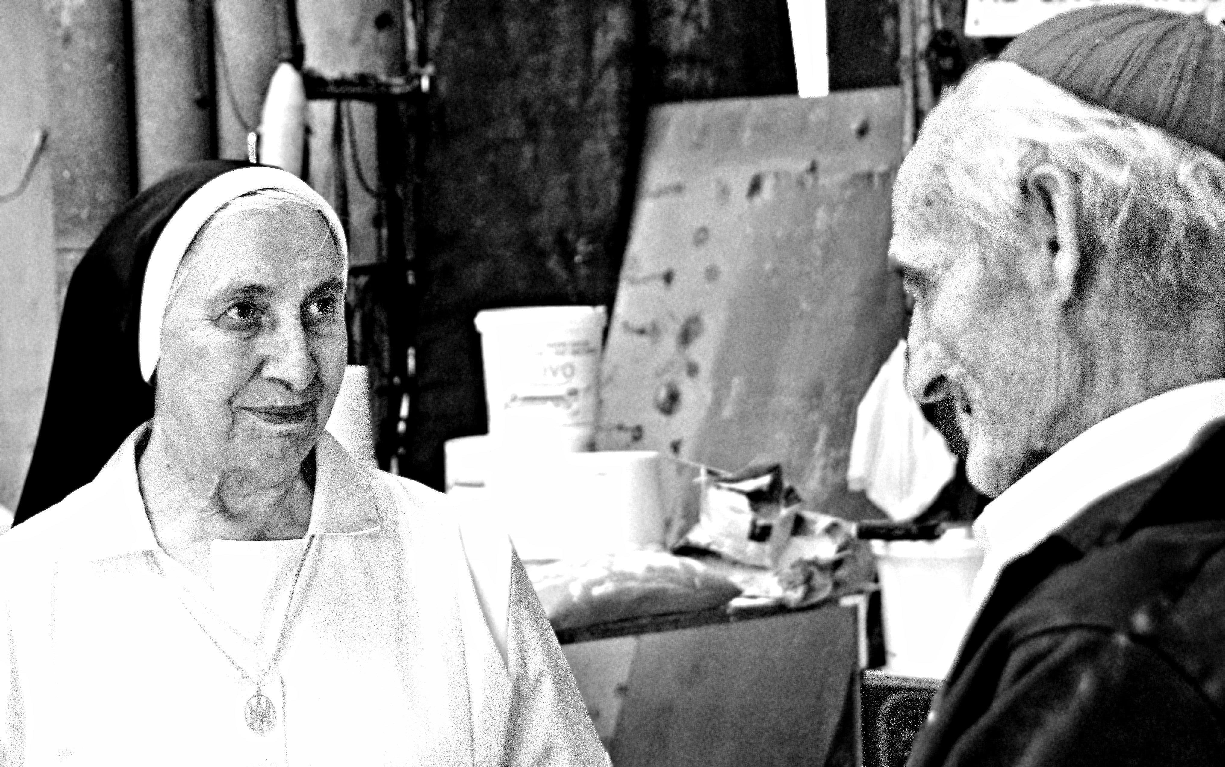 Justo Gallego Martínez et une religieuse