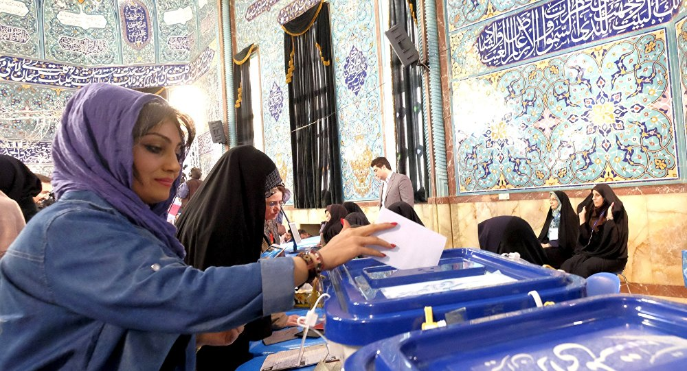 Des Iraniennes en train de voter lors d'élections législatives