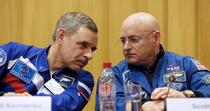 Scott Kelly et Mikhail Kornienko