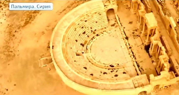 L'opérateur Alexandre Pushin a filmé Palmyre depuis le ciel.