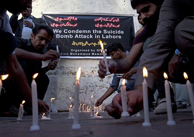 Les hommages en mémoire des victimes d`attentat de Lahore