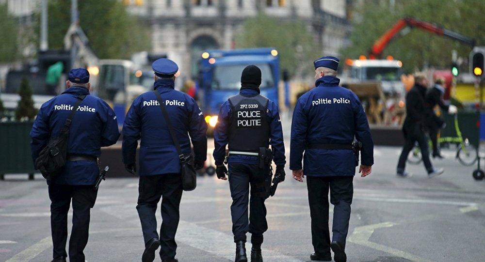 Des policiers belges en patrouille à Bruxelles après les attaques terroristes du 22 mars