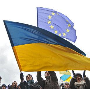 Les drapeaux ukrainien et européen
