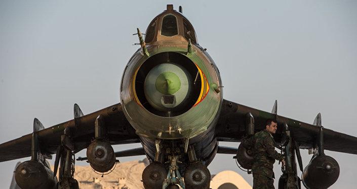 Un Su-22 syrien  à la base aérienne  dans la province de Homs