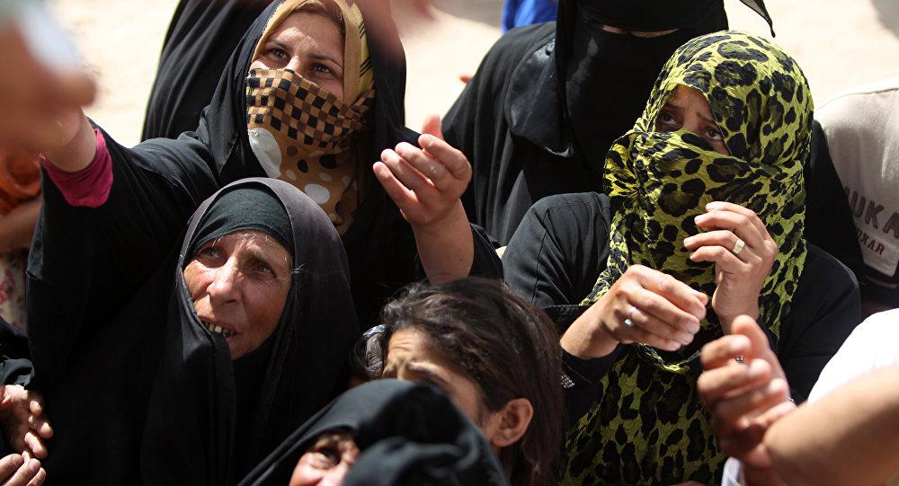 Des femmes de la province irakienne d'Anbar lors de la distribution de l'aide humanitaire