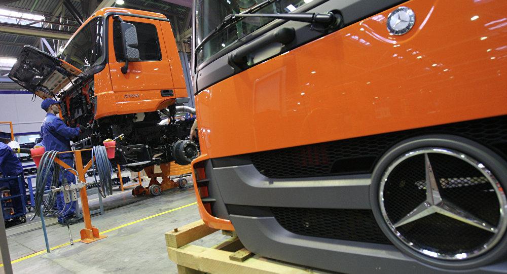 La chaîne d'assemblage des camions Mercedes à Naberejnye Tchelny