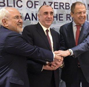 Les ministres iranien, russe et azerbaïdjanais des Affaires étrangères, se sont réunis à Bakou pour parler de la crise dans le Haut-Karabakh, Avril 7, 2016