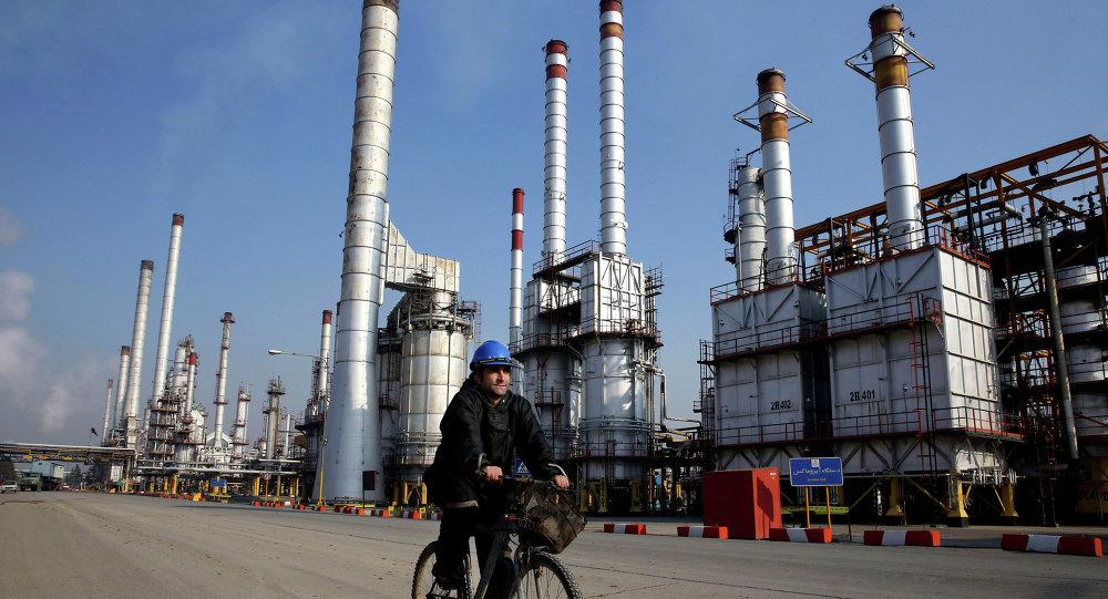Une raffinerie de pétrole à Téhéran