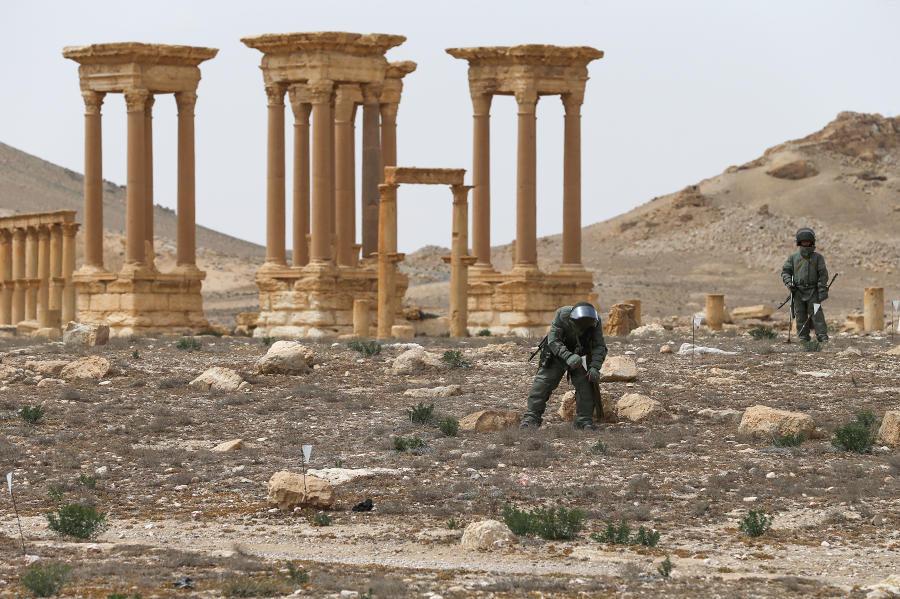 Experts du centre international de déminage à Palmyre