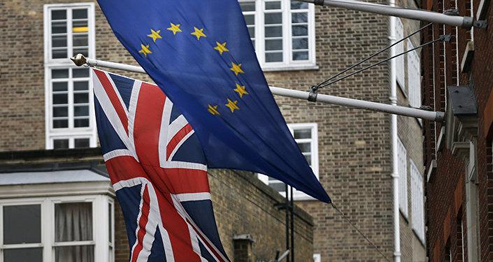 Les partisans du Brexit en tête dans les derniers sondages