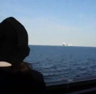 Le survol du destroyer américain USS Donald Cook