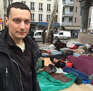 La journée d'un bénévole à Paris: aider les migrants tous les jours