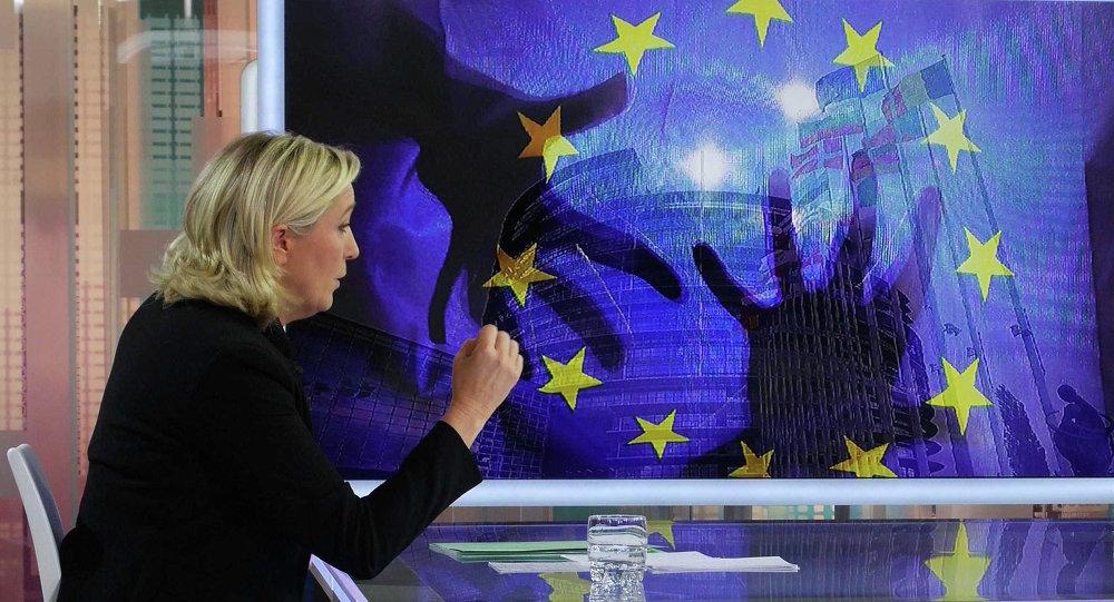 Marine Le Pen sur France 5, Paris, France - 23 Nov 2014