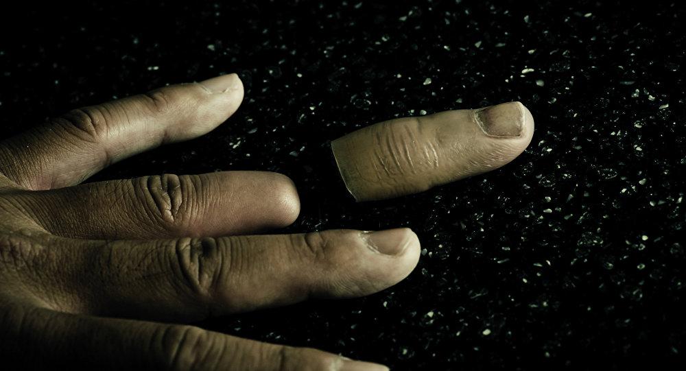 Elle greffe des doigts artificiels aux yakuzas