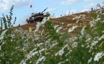 Le biathlon en char d'assaut sur le polygone de tir russe d'Alabino