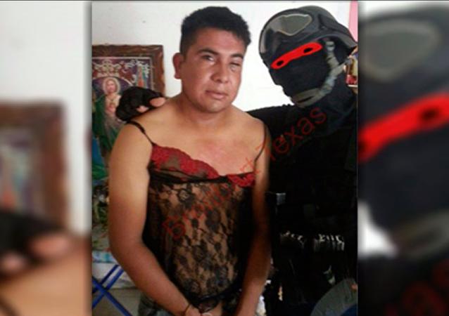 Ce marine mexicain qui costume les narcotrafiquants en lingerie