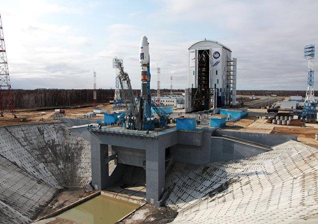 La fusée Soyouz 2.1a sur le pas de tir du cosmodrome Vostotchny