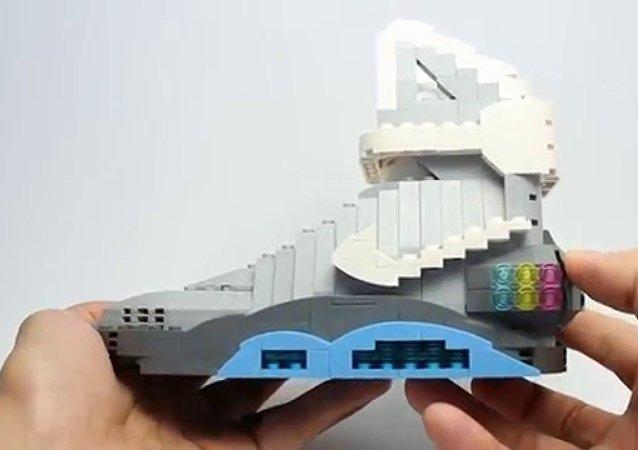 Un artiste américain recrée les baskets Nike… en Lego
