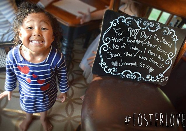 Enfin en famille: des photos d'orphelins qui font chaud au cœur