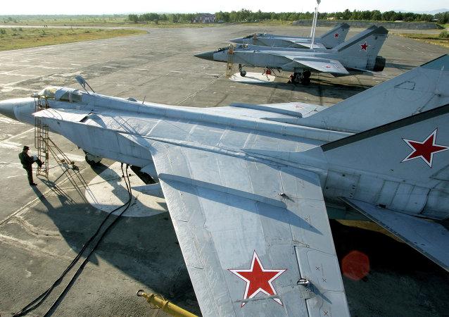 Le chasseur MiG-31 russe de la Flotte Pacifique de la Russie