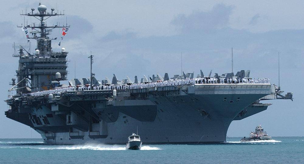 Le porte-avions américain John C. Stennis