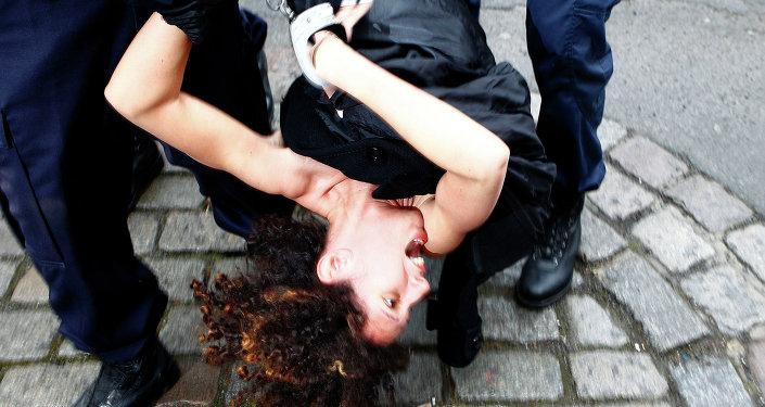Une Femen interpellée