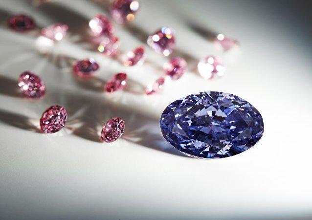 un diamant violet