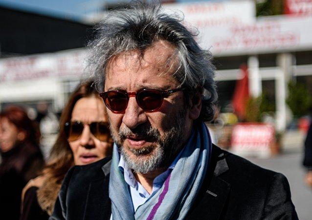 Le journaliste Can Dündar, arrivant au tribunal à Istanbul, le 22 avril 2016