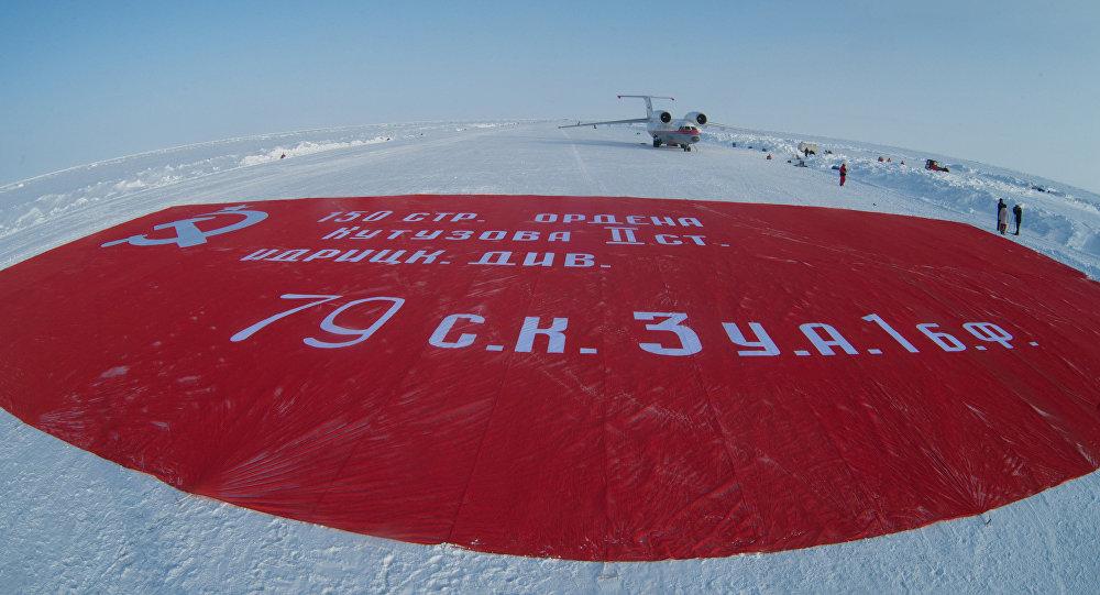 La Bannière de la Victoire au pôle Nord