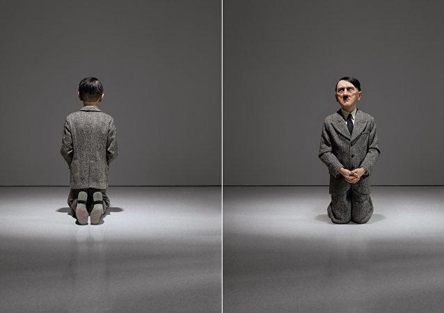 Une statue d'Hitler