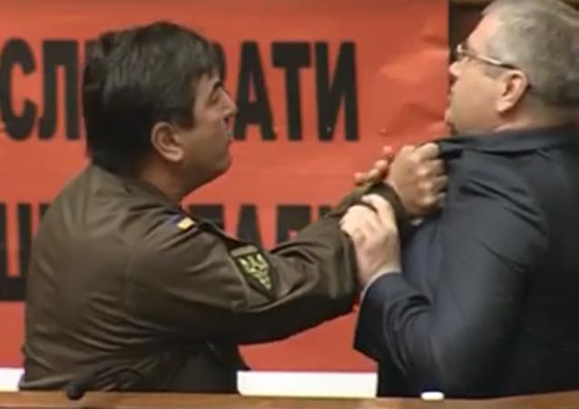 Nouvelle bagarre au parlement ukrainien après une intervention en russe