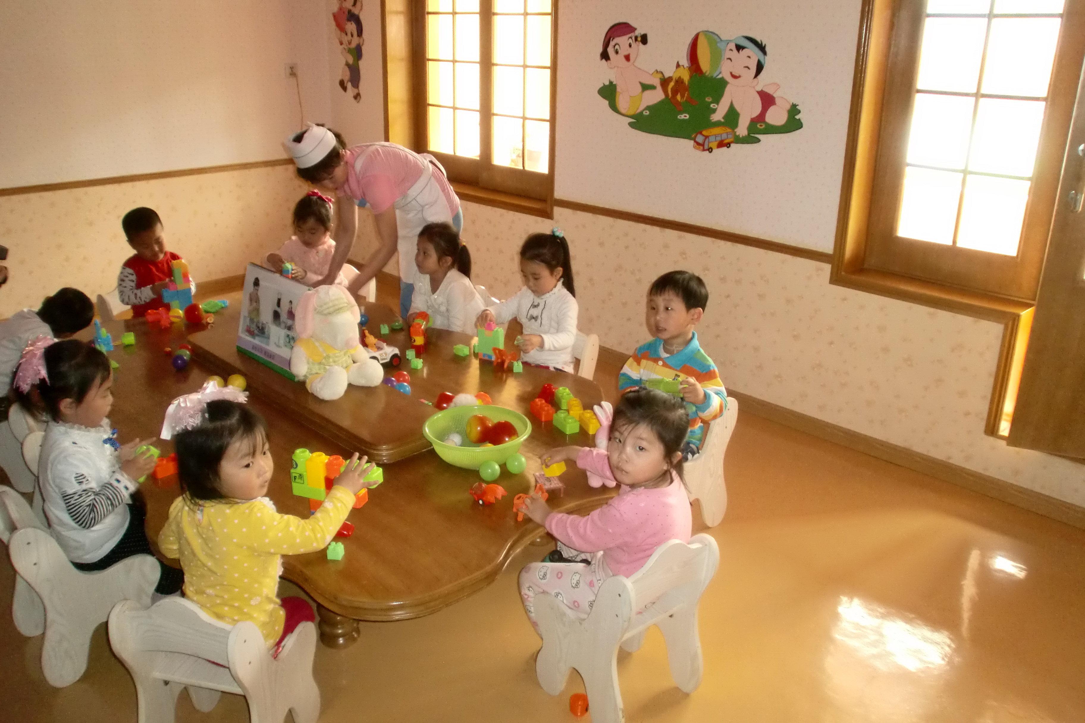 Le jardin d'enfants d'une fabrique de soie à Pyongyang