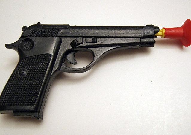 Le pistolet en plastique