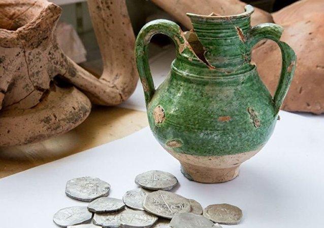 Un trésor de monnaies d'argent espagnoles découvert en Russie