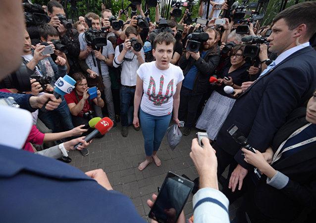 La pilote ukrainienne Savtchenko remise à Kiev